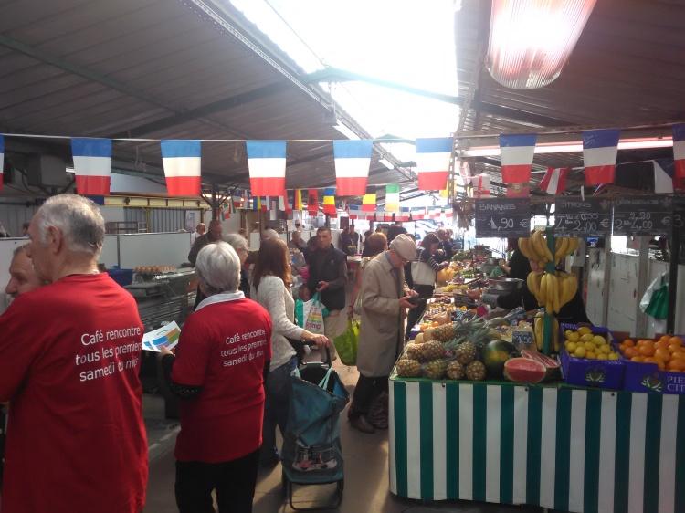 Oups, commence à avoir foule au marché !